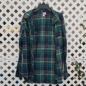 Tops - Comfy light weight flannel